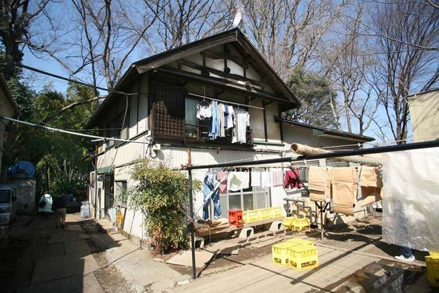 1shinkame_shuzo_house_next_to_brewery