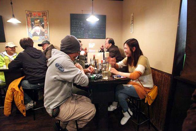 1tachinomi_sui_kinshicho_tables_patrons