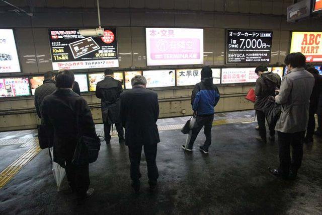 1tachinomi_sui_kinshicho_sobu_line_platform