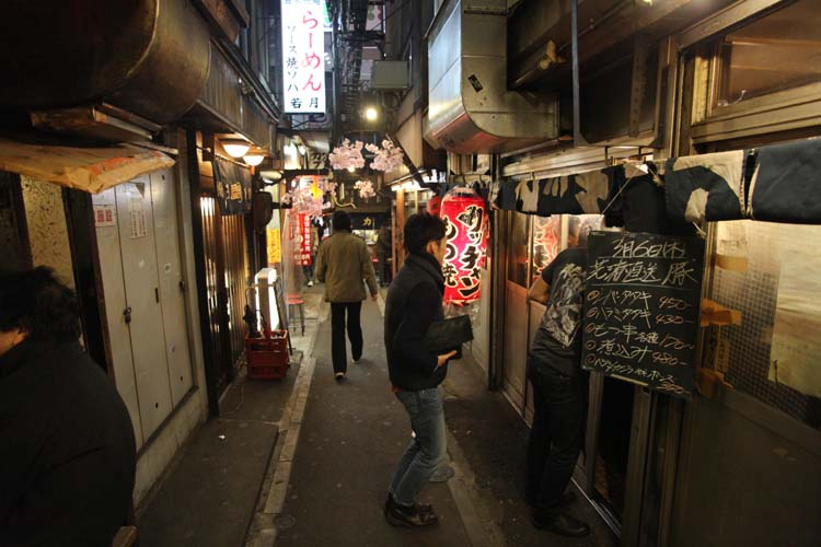 1shinjuku_piss_alley_possibly_stand_asadachi