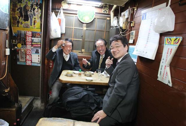 1shinjuku_piss_alley_our_next_table