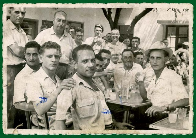1men_drinking_pastis_on_terrace_est1951