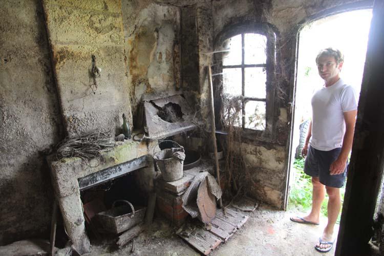 1mikael_bouges_touraine_troglodytic_living_quarters