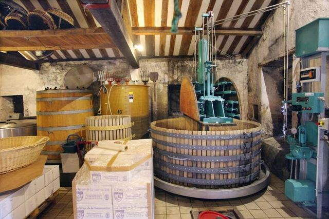 1mark_angeli_winery_grenier_vats_coquard_press