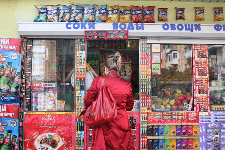 1donetsk_kiosk_red_woman