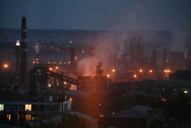 1donetsk_industry_fumes_night