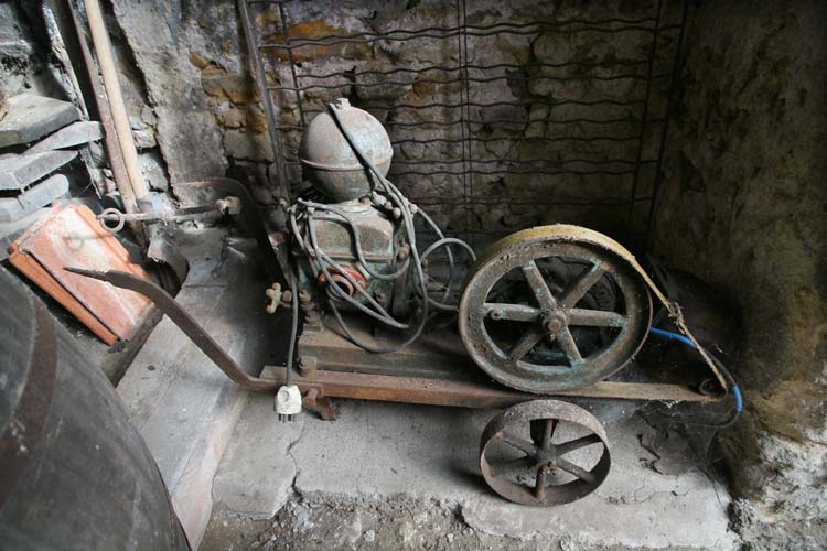 1laurent_saillard_cellar_old_pump