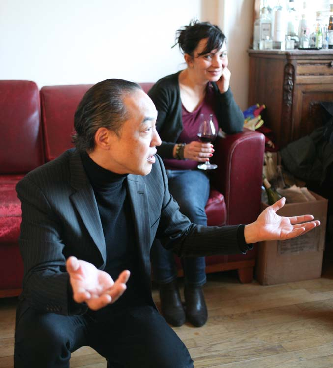 1japanese_wines_paris_kei_miyagawa_explaining