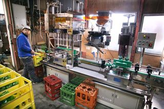 1shinkame_shuzo_bottling_line