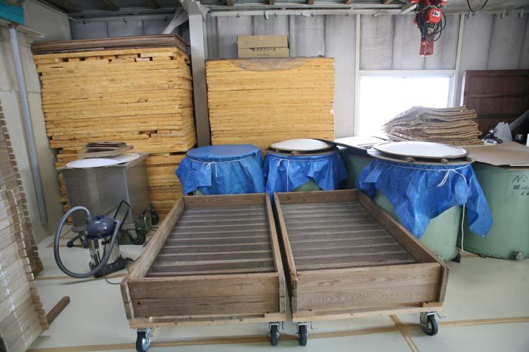 1shinkame_shuzo_wheeled_trays