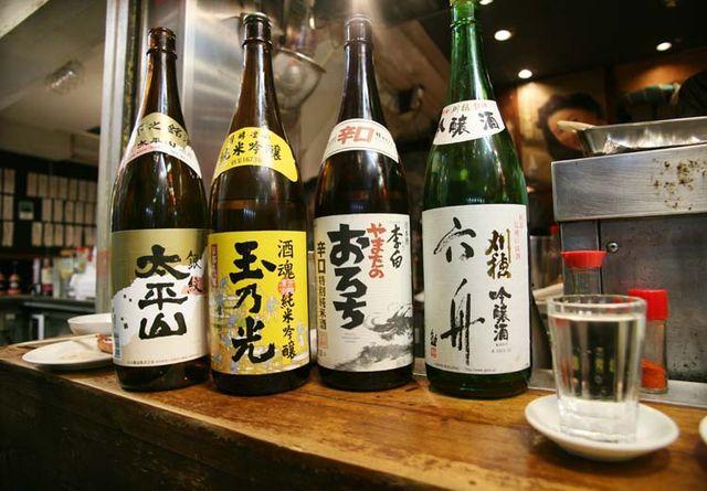 1shimokitazawa_tachinomi_sake_bottles