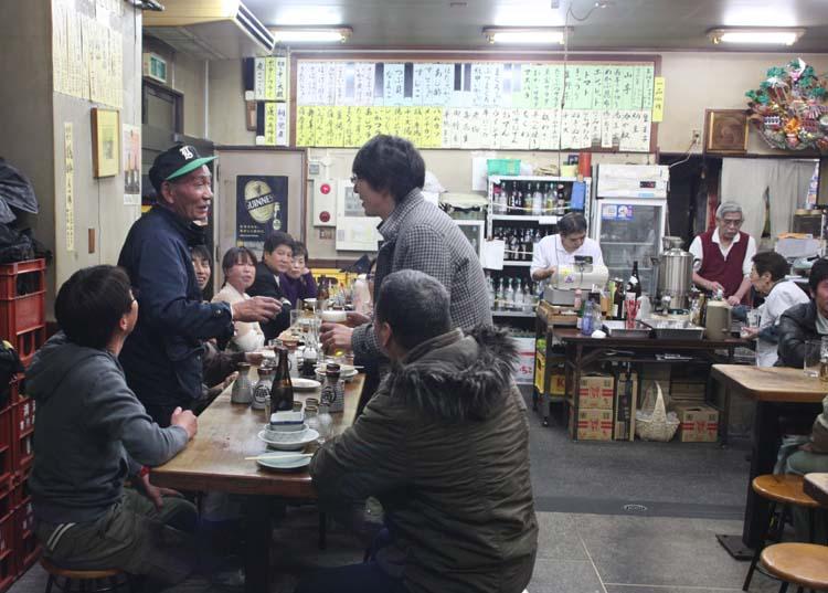 1yamadaya_oji_kita-ku_toasting_patrons