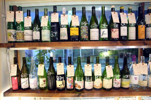 1ahiru_store_tokyo_bottles_on_shelves2