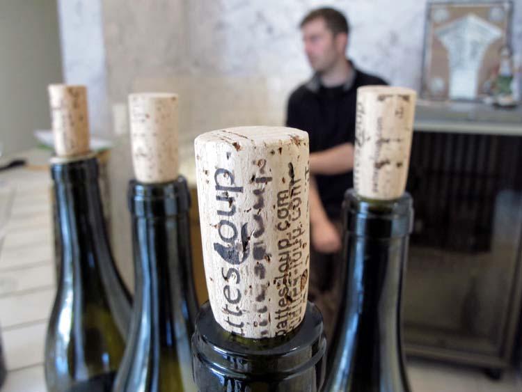 1pico_pattes_loup_chablis_bottles_cork
