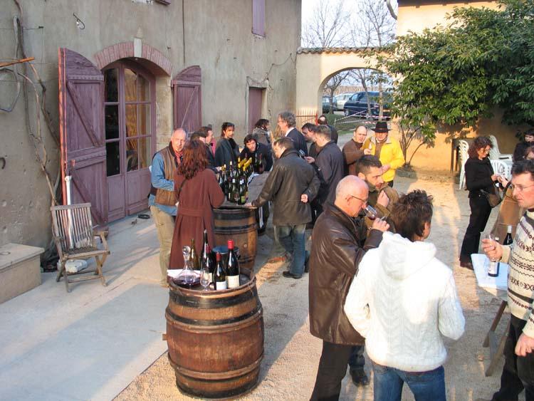 1beaujoloise2006_courtyard_tasting1