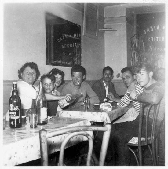 1groupe_interieur_bar_est1958