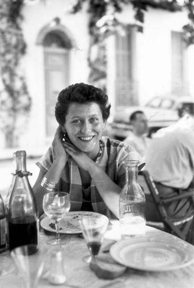 1femme_terrassr_restaurant_est1957