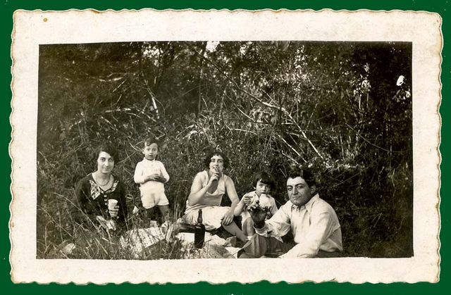 1france_picnic_in_nature_est1930