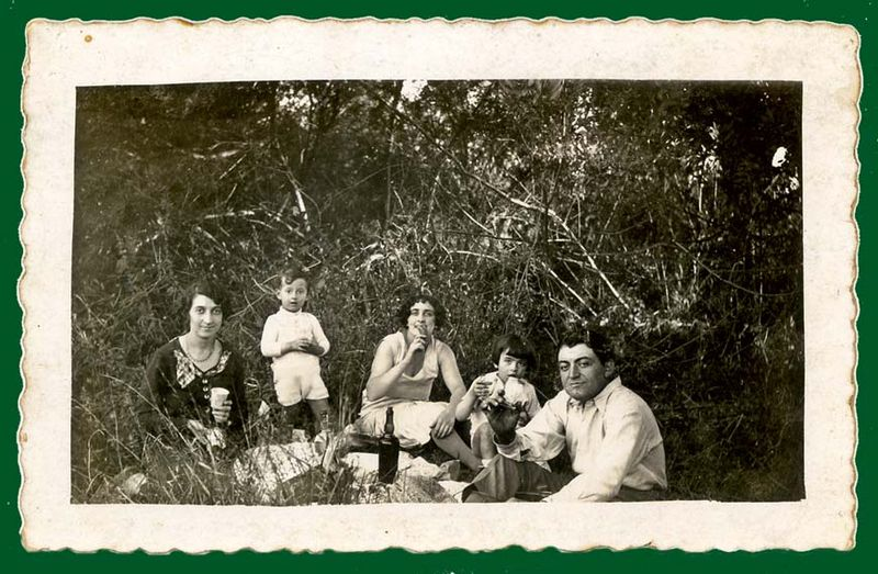 1france_picnic_in_nature_est1930