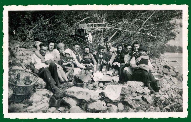 1big_party_along_lake_or_sea_1946