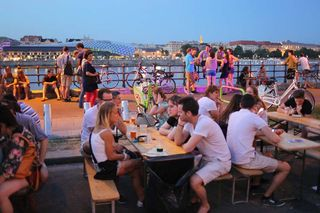 1budapest_fozdefeszt_beer_festival_tables_danube
