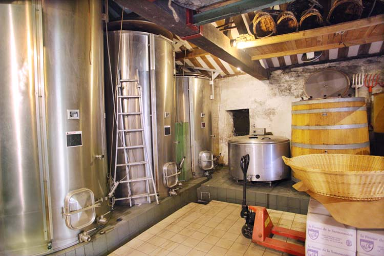 1mark_angeli_chai_stainless_and_wooden_fermenter