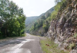 1valley_road_ibie_river_ardeche