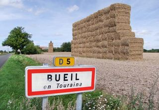1bueil-en-touraine_road_sign