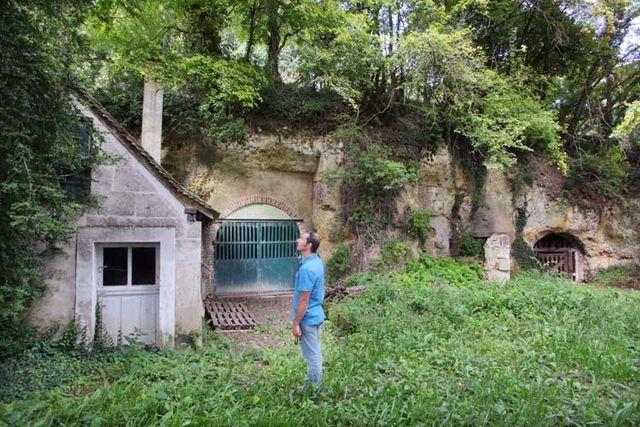 1renaud_guettier_cellars_under_hill