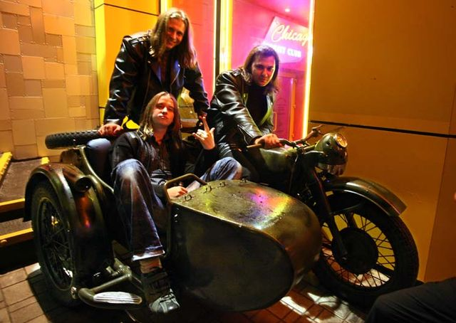 1donetsk_bikers_bar_posing