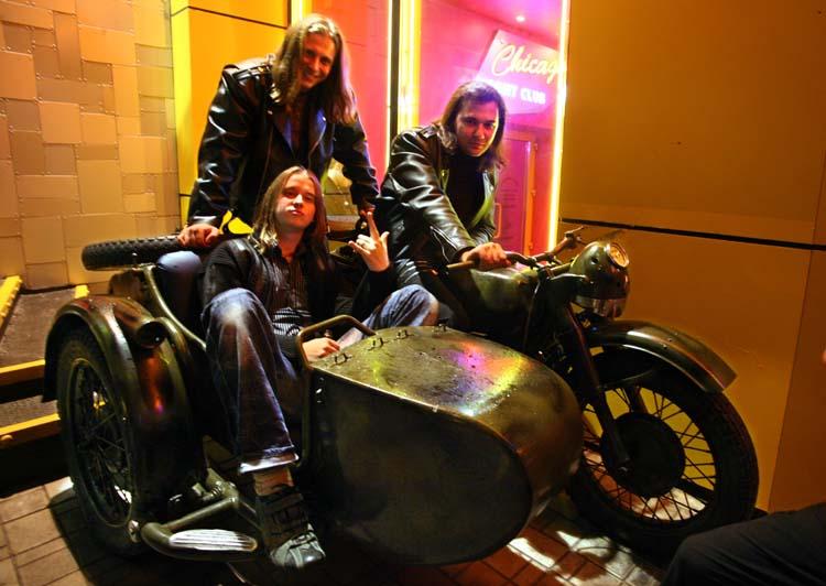 1donetsk_bikers_bar_posing