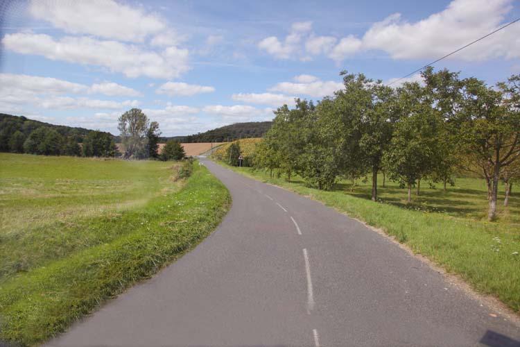 1bueil-en-touraine_road_landcape