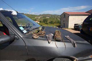 1yvon_metras_socks_shoes_drying