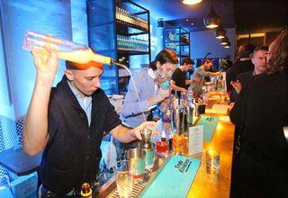 1cocktail_bartender_paris_emy