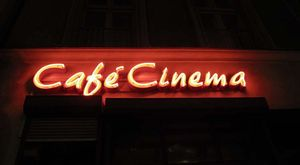 1berlin_cafe_cinema_rosenthalerstrasse_mitte_neon