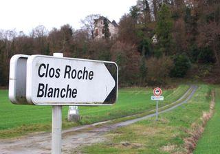 1CRB_clos-roche-blanche_road_sign