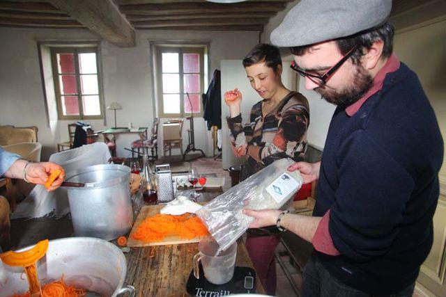 1lacto-fermentation_julien_adds_salt