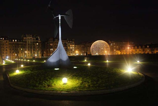 1sake_unesco_paris_garden_at_night