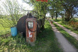 1clos-siguier_montcuq_wine-farm_gas_station
