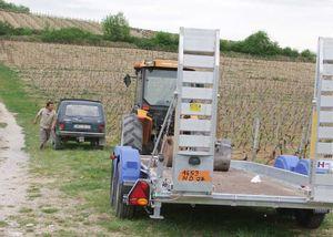 1deux_terres_vineyard_tractor_trailer