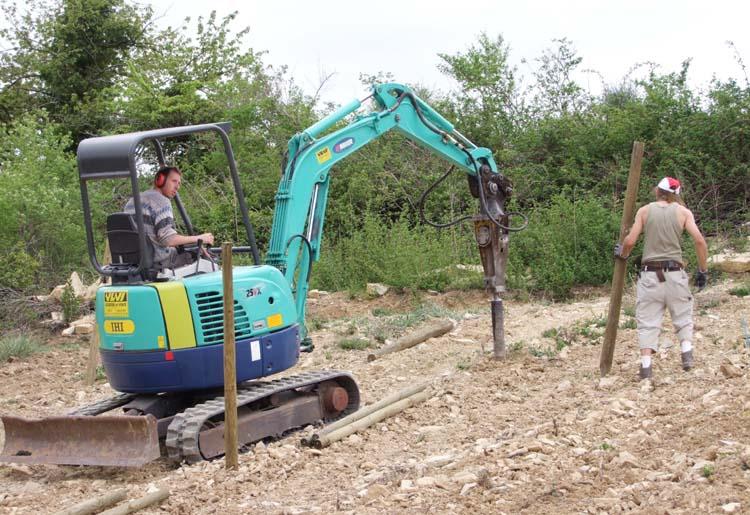 1deux_terres_ardeche_excavator