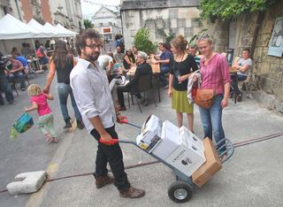 1pet-nat_wine_fair_julien_bottle_cart