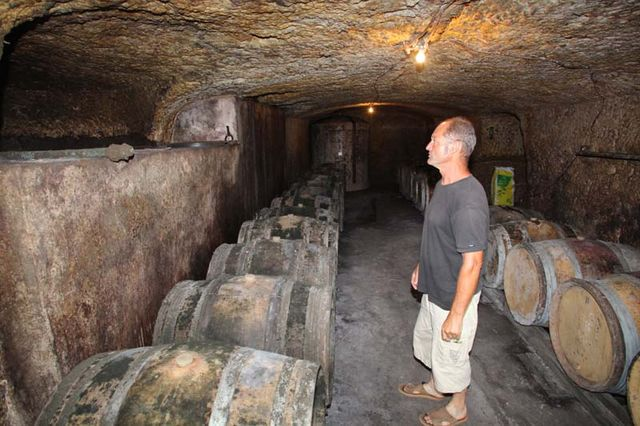 1bruno_allion_cellar2_fermenter_in_rock