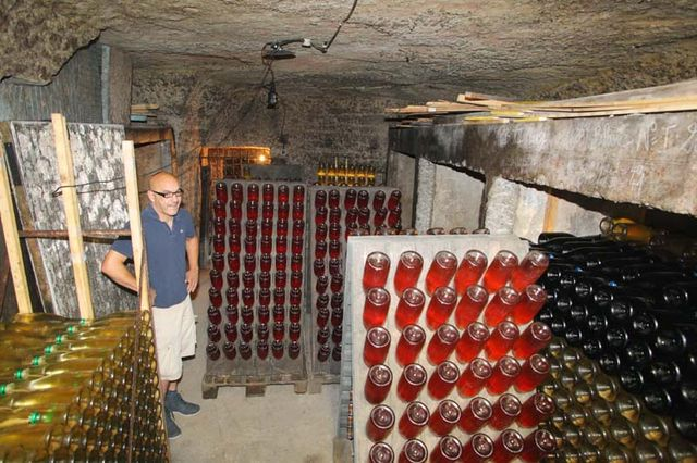 1capriades_moses_cellar3_bottle_riddling