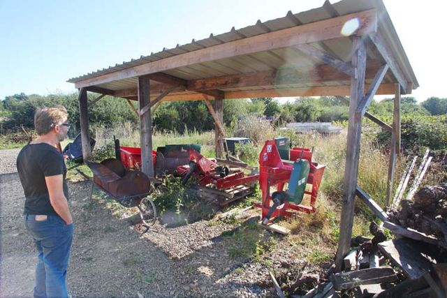 1grange-aux-belles_vineyard_farming_tools_plows