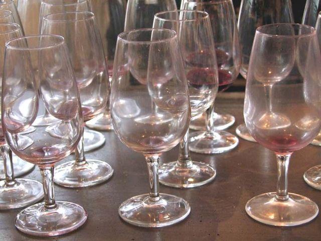 1cave_papilles_party_empty_glasses