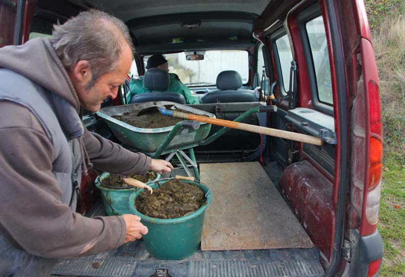 1preparation500_bruno_buckets_of_manure