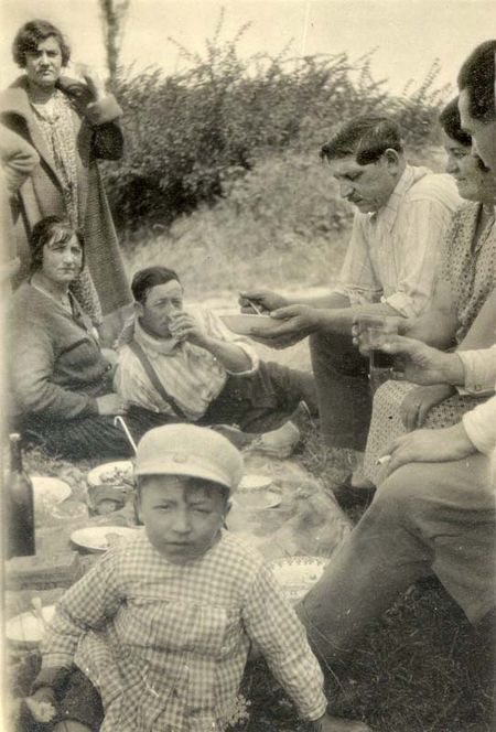 1wine_scenes_picnic_with_kid