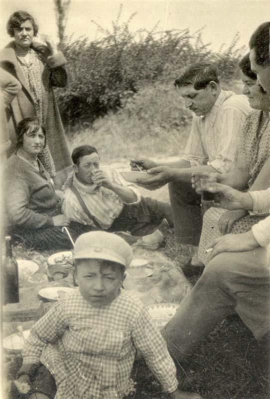 1wine_scenes_picnic_with_kid