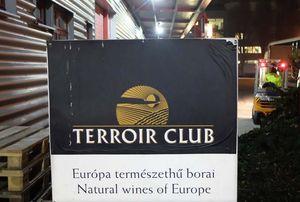 1terroir_club_warehouse_office_sign